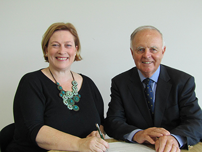 Local Land Services Chair Richard Bull and Landcare NSW Chairperson Stephanie Cameron signing the new MOU.